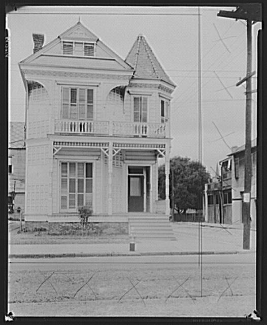 Degenerate period of early twentieth-century New Orleans architecture. Louisiana
