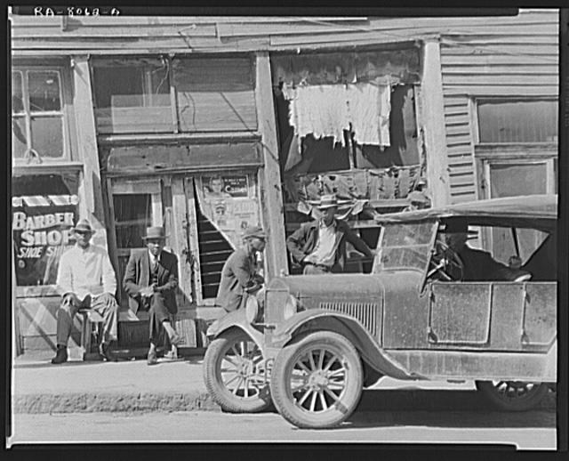 Vicksburg Negroes and shop front. Mississippi