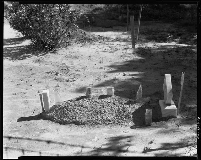 Sharecropper's grave. Hale County, Alabama