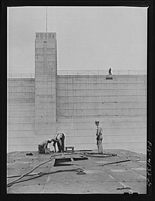 Cherokee Dam, Tennessee (Tennessee Valley Authority (TVA)). Riveters