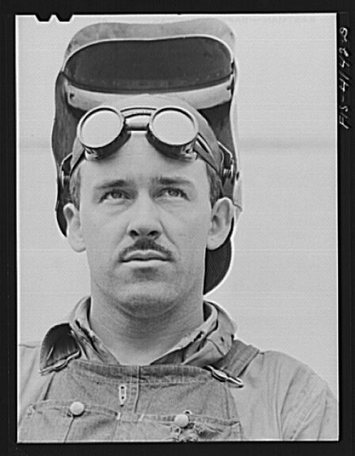Cherokee Dam, Tennessee (Tennessee Valley Authority (TVA)). Welder