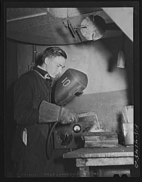 Knoxville, Tennessee (Tennessee Valley Authority (TVA)). Welder who is training for war work at Stair Vocational High School
