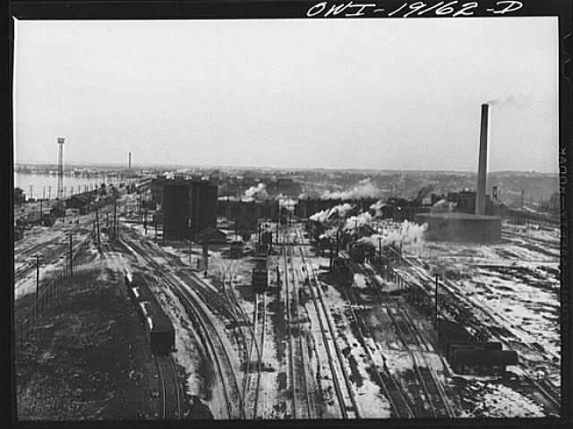 Fort Madison, Iowa. General view of the Atchison, Topeka and Santa Fe Railroad roundhouse and shops at Shopton