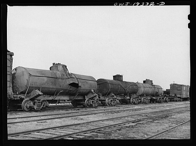 Topeka, Kansas. Wrecked tank cars which will be rebuilt at the Atchison, Topeka and Santa Fe Railroad car shops