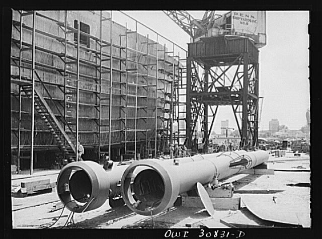 Beaumont, Texas. King masts for cargo vessels under construction at the Pennsylvania shipyards