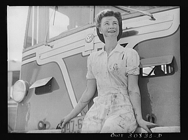 Beaumont, Texas. Mrs. Dorothy Mason, wife of a soldier. She is a mechanic for the city transit company