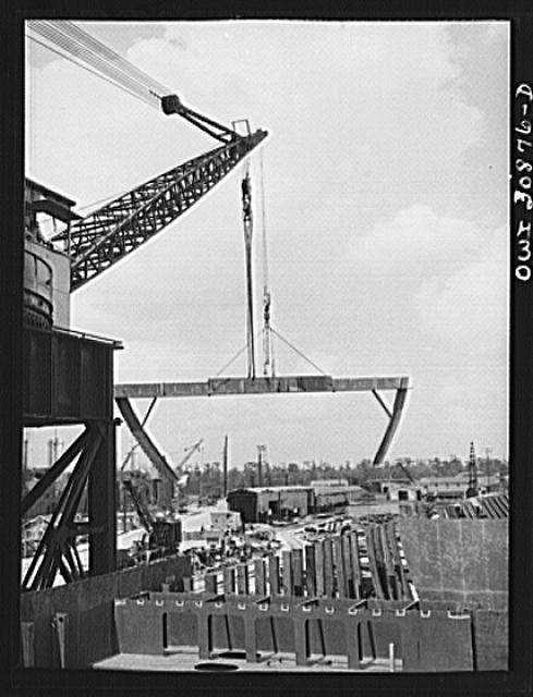 Beaumont, Texas. Giant boom used at the Pennsylvania shipyards