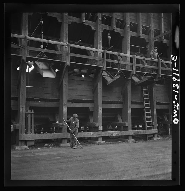 Milwaukee, Wisconsin. At the coal hoppers on the Fourteenth Street dock of the Milwaukee Western Fuel Company