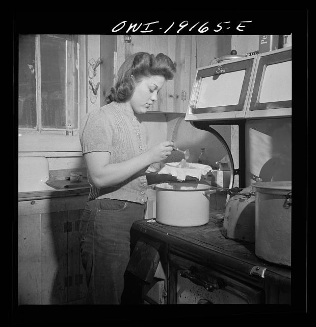 Moreno Valley, Colfax County, New Mexico. Mary Mutz makes an apple pie