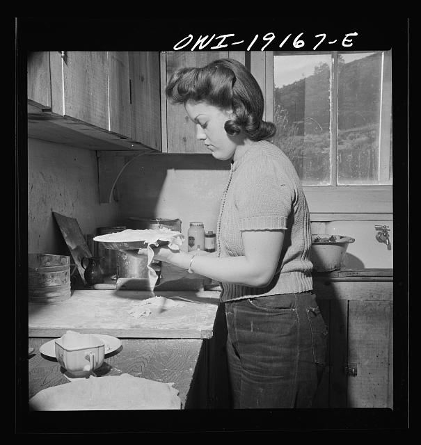 Moreno Valley, Colfax County, New Mexico. Mary Mutz making an apple pie on the Mutz ranch
