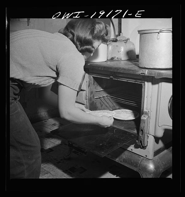 Moreno Valley, Colfax County, New Mexico. Mary Mutz baking an apple pie on the ranch