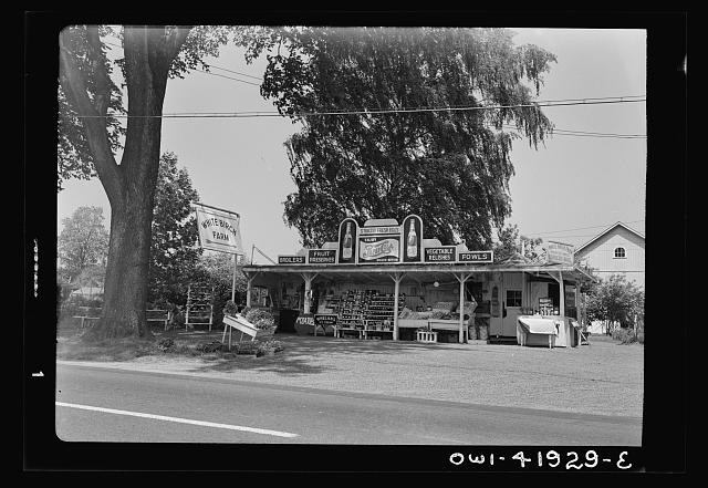 Southington, Connecticut. Fruit stand