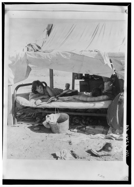 Oklahoma potato picker's family encamped on the flats near Shafter, California