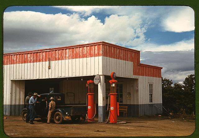 Filling station and garage at Pie Town, New Mexico