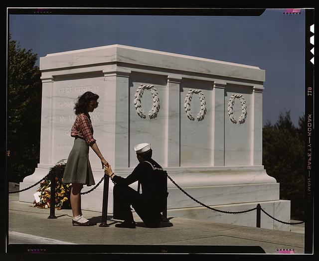 Sailor and Woman at Tomb of the Unknown, 1943