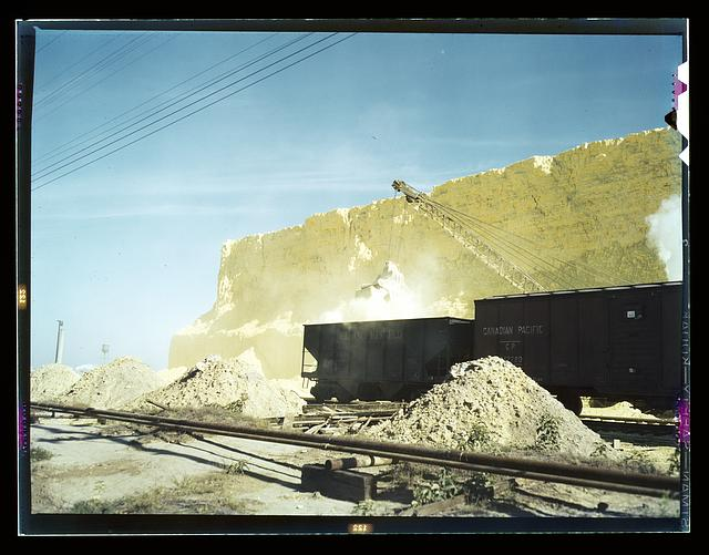 Loading box cars with sulphur, Freeport Sulphur Co., Hoskins Mound, Texas