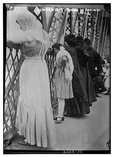 Jew[ish] New Year - praying on Brooklyn Bridge [i.e. Williamsburg Bridge]