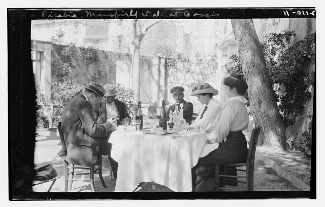 [Francis Picabia and F.M. Mansfield with 2 women and a man at outdoor café table. Gassis(?)]