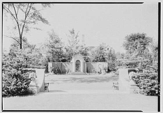 Roy D. Chapin, residence at 447 Lake Shore, Grosse Pointe Farms, Michigan. Garden, to fountain II