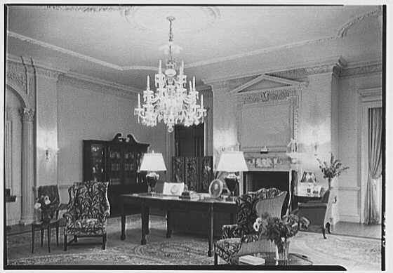 John N. Conyngham, Hayfield Farm, residence in Lehman Township, Pennsylvania. Living room, night effect, no chair