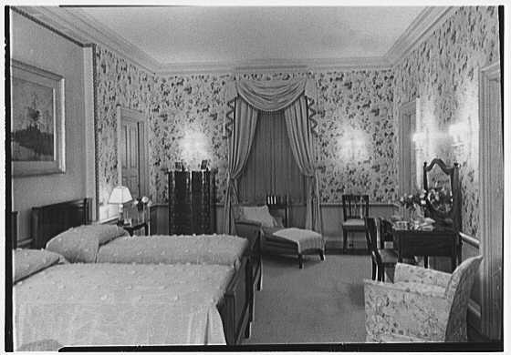 John N. Conyngham, Hayfield Farm, residence in Lehman Township, Pennsylvania. Chintz room, night effect