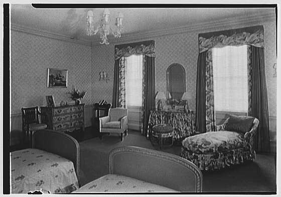 John N. Conyngham, Hayfield Farm, residence in Lehman Township, Pennsylvania. Yellow bedroom