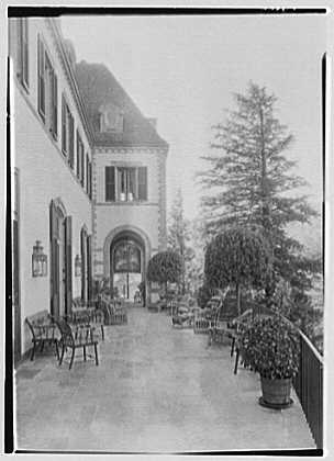 Mrs. Pierre Lorillard, residence in Tuxedo Park, New York. Terrace