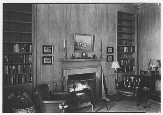 Mrs. George F. Baker, Horseshoe Plantation, residence in Tallahassee, Florida. Library