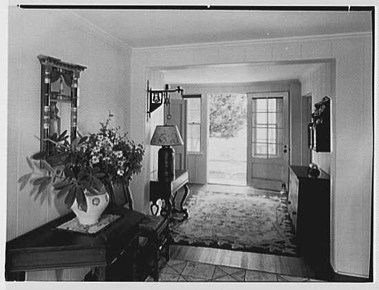 Dr. Miller, residence in Niantic, Connecticut. Hall