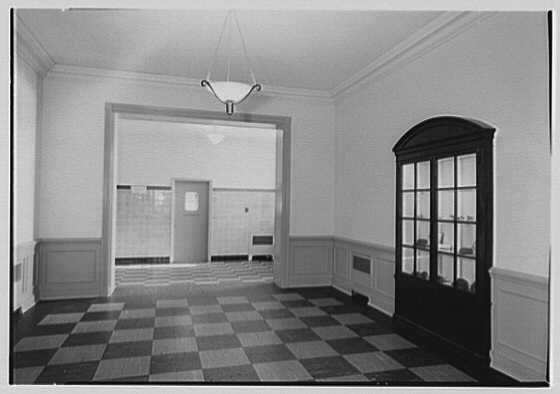 Quaker Ridge Elementary School, Weaver St., Scarsdale, New York. Foyer