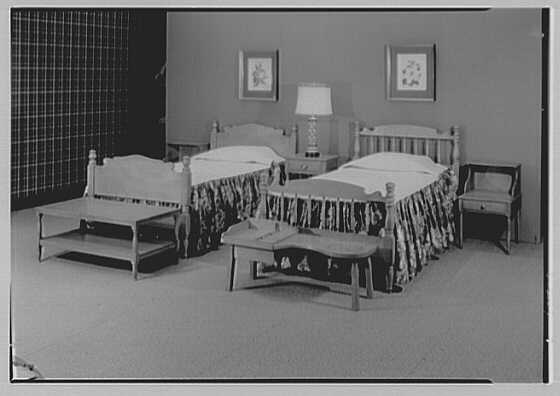 Statton Modern, John Wanamaker's, business in Great Neck. Maple twin beds