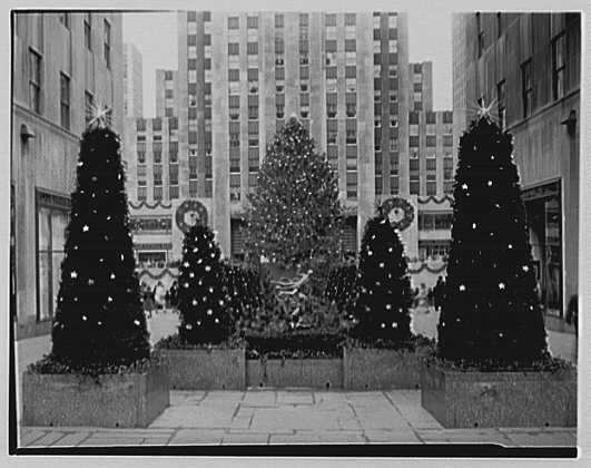 Rockefeller Center. Plaza Christmas decorations