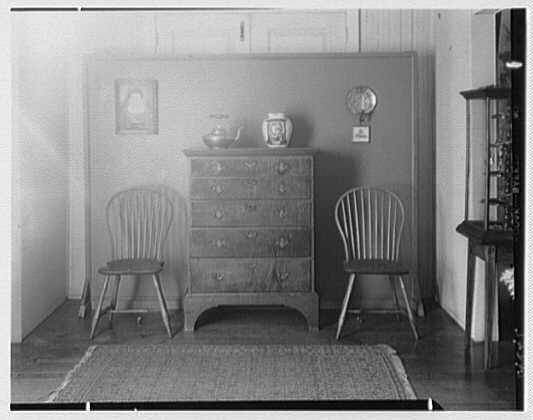 Mrs. Lawrence J. Ullman, business on Prospect Ave., Tarrytown, New York. Cabinet set-up