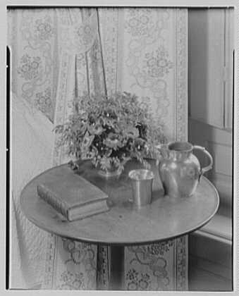 Williamsburg, Virginia, Wythe house. Northeast bedroom arrangement