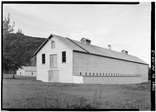 3.  CORNER, LOOKING NORTHEAST - Fort Egbert, Mule Barn, Yukon River at Mission Creek, Eagle, Southeast Fairbanks Census Area, AK