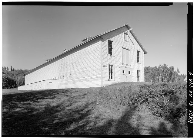 4.  CORNER, LOOKING NORTHWEST - Fort Egbert, Mule Barn, Yukon River at Mission Creek, Eagle, Southeast Fairbanks Census Area, AK