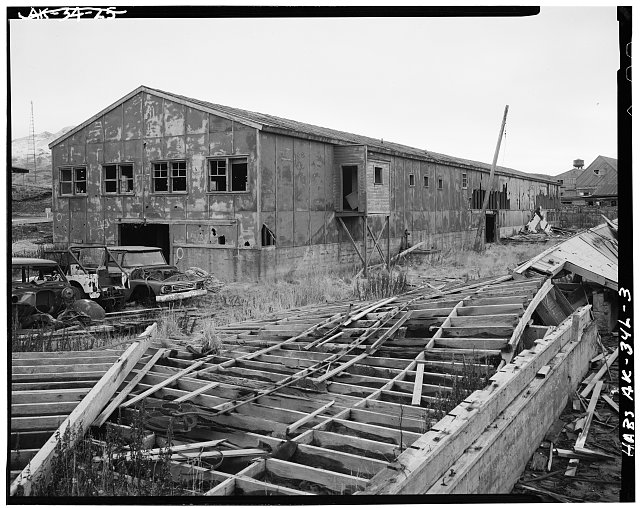 3.  CORNER, LOOKING SOUTHWEST - Naval Operating Base Dutch Harbor & Fort Mears, Warehouse, Unalaska, Aleutian Islands, AK