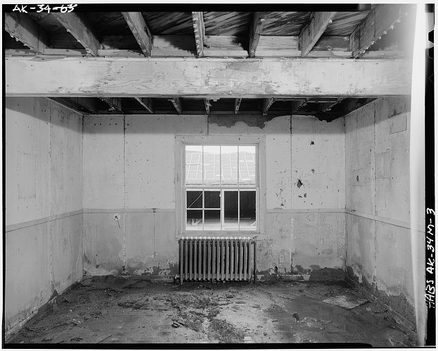 3.  INTERIOR, SHOWING SINGLE ROOM - Naval Operating Base Dutch Harbor & Fort Mears, Civilian Contractor`s Barracks, Unalaska, Aleutian Islands, AK