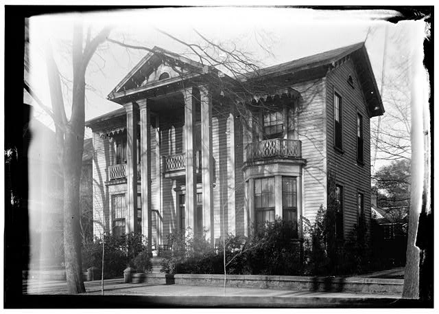 2.  Historic American Buildings Survey Alex Bush, Photographer, FRONT AND SIDE VIEW - Bell-Bennett House, 412 Lauderdale Avenue, Selma, Dallas County, AL