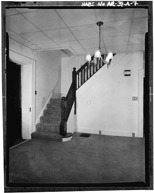 7.  INTERIOR VIEW, FIRST FLOOR - Fayetteville National Cemetery, Superintendent's Lodge, 700 Government Avenue, Fayetteville, Washington County, AR