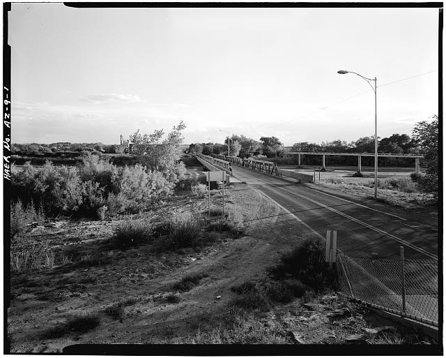 1.  OVERALL VIEW OF BRIDGE, STATE HIGHWAY AND LITTLE COLORADO RIVER. VIEW TO SOUTH. - Holbrook Bridge, Spanning Little Colorado River at AZ 77, Holbrook, Navajo County, AZ