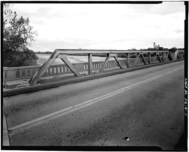 11.  WEB OF SINGLE TRUSS. VIEW TO SOUTHEAST. - Holbrook Bridge, Spanning Little Colorado River at AZ 77, Holbrook, Navajo County, AZ