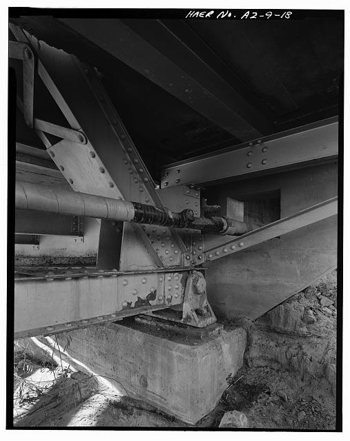 18.  ABUTMENT DETAIL, SHOWING EXPANSION BEARING SHOE AND BOTTOM CHORD / END POST CONNECTION. VIEW TO NORTHWEST. - Holbrook Bridge, Spanning Little Colorado River at AZ 77, Holbrook, Navajo County, AZ