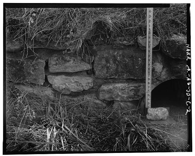 DETAILED VIEW OF MASONRY WORK OF THE HEADWALL LOOKING TO THE SOUTH - Grand Canyon National Park Roads, Village Loop Headwall No. 2, Grand Canyon Village, Coconino County, AZ