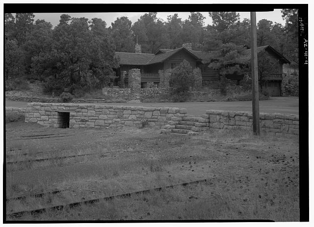 4.  WALL VIEW, END OF RAILWAY TRACKS, OLD SUPERINTENDENT'S HOUSE, FACING N. - Village Loop Drive, Grand Canyon Village, Grand Canyon, Coconino County, AZ