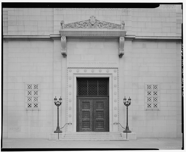 Monica Griesbach, Photographer August 1997. DETAIL OF LOS ANGELES CITY HALL WEST ENTRANCE COURTYARD SHOWING BRONZE DOORS, LIGHT FIXTURES AND GRILLS, FACING EAST. - Los Angeles City Hall, 200 North Spring Street, Los Angeles, Los Angeles County, CA