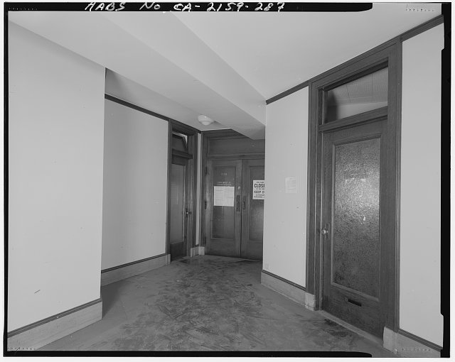 Monica Griesbach, Photographer August 1997. VIEW OF LOS ANGELES CITY HALL FOURTEENTH FLOOR Y-CORRIDOR, FACING NORTHWEST - Los Angeles City Hall, 200 North Spring Street, Los Angeles, Los Angeles County, CA