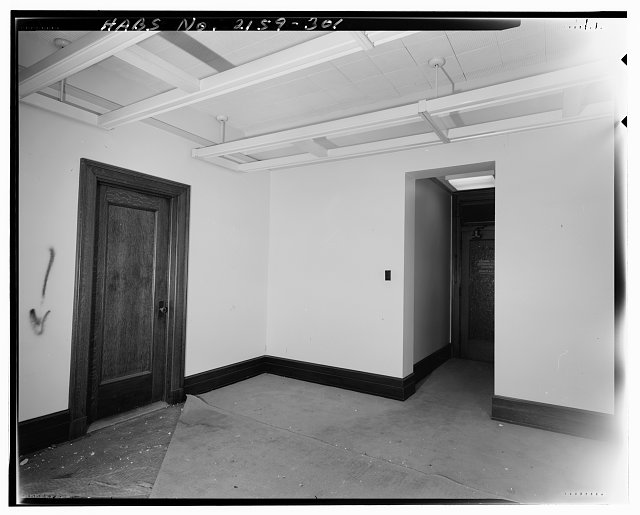 Monica Griesbach, Photographer August 1997. VIEW OF LOS ANGELES CITY HALL FOURTEENTH FLOOR SOUTHWEST PARTITIONED OFFICE, FACING NORTHWEST - Los Angeles City Hall, 200 North Spring Street, Los Angeles, Los Angeles County, CA