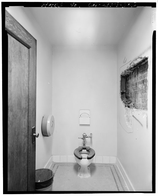 Monica Griesbach, Photographer August 1997. VIEW OF LOS ANGELES CITY HALL FOURTEENTH FLOOR SOUTHWEST TOILET ROOM, FACING SOUTH - Los Angeles City Hall, 200 North Spring Street, Los Angeles, Los Angeles County, CA