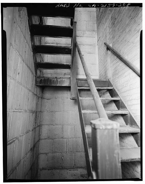 Monica Griesbach, Photographer August 1997. VIEW OF LOS ANGELES CITY HALL EIGHTEENTH FLOOR SOUTHEAST SECONDARY STAIR, FACING SOUTH - Los Angeles City Hall, 200 North Spring Street, Los Angeles, Los Angeles County, CA